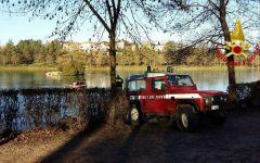 Vicchio: 3 anatre intrappolate nell'acqua ghiacciata del lago liberate dai Vigili del fuoco