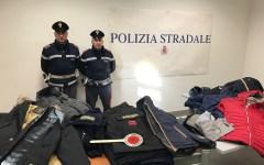 Siena: venditore ambulante di prodotti contraffatti denunciato dalla Polizia stradale
