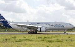 Air Force One: Gentiloni per la prima volta sul mega-jet nuovo, acquistato ma lasciato nell'hangar da Renzi