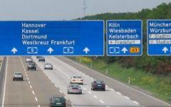 Berlino: le autostrade tedesche non saranno più gratuite, ma pagheranno solo gli stranieri. E la Ue ha dato l'ok