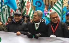 Firenze: manifestazione nazionale dei lavoratori tessili per il rinnovo del contratto