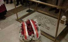 Firenze: un mazzo di fiori sulla tomba di Anna Maria Luisa de' Medici nel 274° anniversario della morte