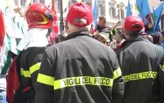 Roma: protesta dei vigili del fuoco, li chiamano eroi ma hanno stipendi da fame