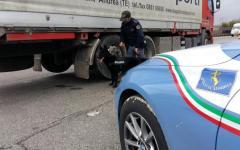 Firenze: tir a zig zag sull'A1 bloccato dalla polizia stradale. Ritirata la patente all'autista