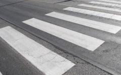 Circolazione: strisce pedonali a led si illuminano intimando alle auto di fermarsi