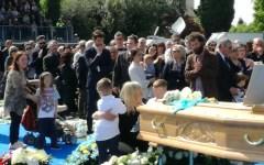 Addio a Scarponi: in cinquemila al funerale. Nibali e Valverde gli dedicano le vittorie