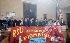 Piombino: lavoratori Aferpi protestano in comune anche a Pasqua e pasquetta