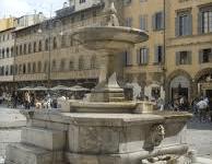 Firenze: in Santa Croce torna a zampillare la fontana (con i soldi di una famiglia indiana)