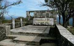 Prato: per il 60° dalla morte di Malaparte riapre il sentiero per il mausoleo