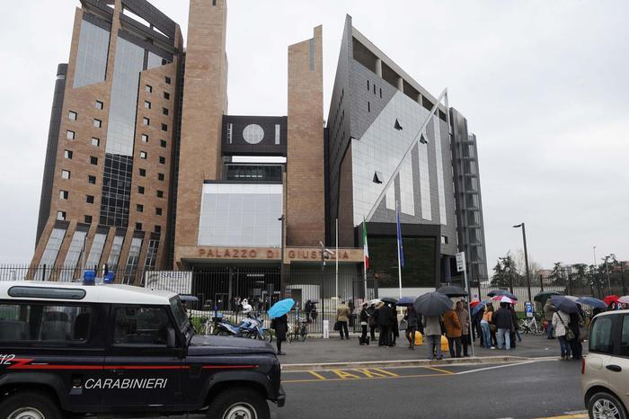 "Corruzione Anas Firenze, arresti domiciliari per 9 imprenditori"""