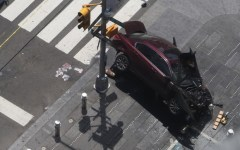 New York, auto sulla folla a Times Square: Un morto, una donna, e 23 feriti