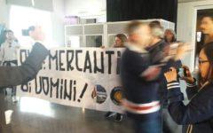 Prato, migranti: convegno Ong interrotto da una quindicina di giovani. Al grido: «Siete scafisti»