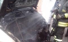 Pisa: paura a Cisanello per un'ambulanza in fiamme sotto il reparto dialisi. Che è stato evacuato per via del fumo
