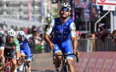 Giro d'Italia, Cagliari: a Fernando Gaviria, colombiano, tappa e maglia rosa