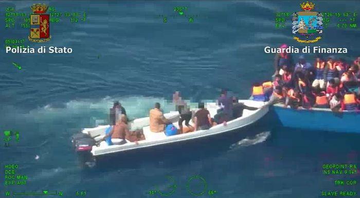Migranti, Gentiloni: