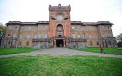 Nascosti nei sotterranei del castello di Sammezzano a Reggello: denunciati dai carabinieri
