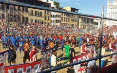 Fiorentina: polemica sull'uso dei colori del calcio storico. «Un regalo ai Della Valle»