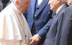 Il Papa al Quirinale: incontro con Mattarella. Ci sono anche Gentiloni e Maria Elena Boschi