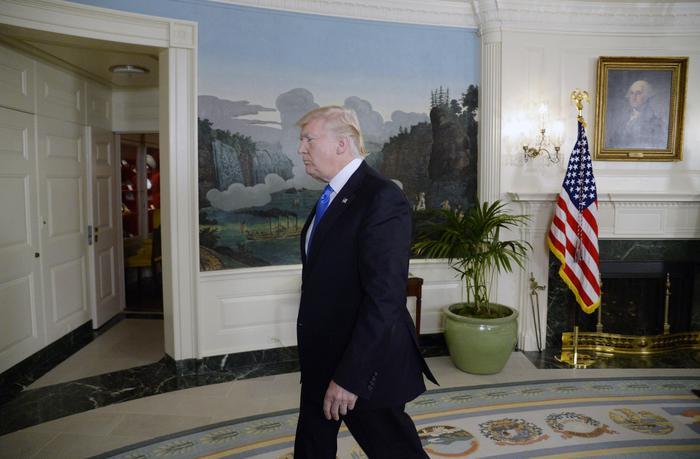 Trump ammette in un tweet di essere sotto indagine per il Russiagate