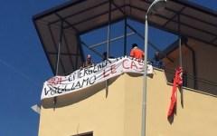 Firenze: senza casa sgomberati rioccupano abusivamente edificio in via Baracca