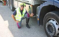 Massa: taroccata la scatola nera del tir, camionista denunciato dalla polstrada