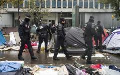 Migranti, Parigi: maxisgombero, evacuate 3.000 persone. Sindaco chiede equa ripartizione