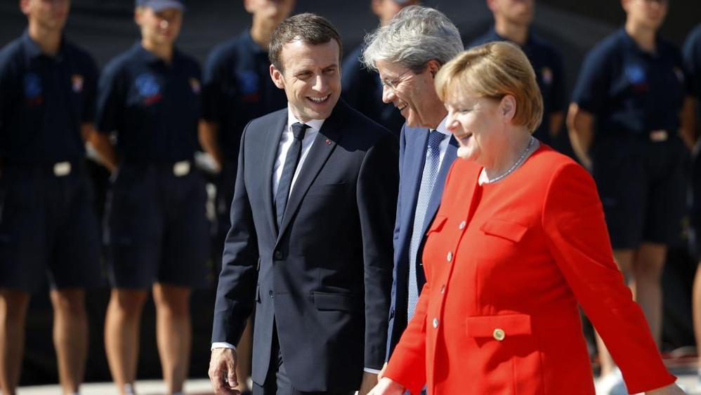 Trump a Parigi per l'incontro con Macron
