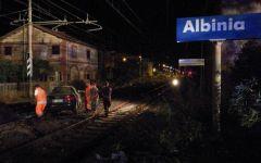 Albinia(Gr): minorenne in auto abbatte sbarre passaggio a livello per sfuggire ai carabinieri