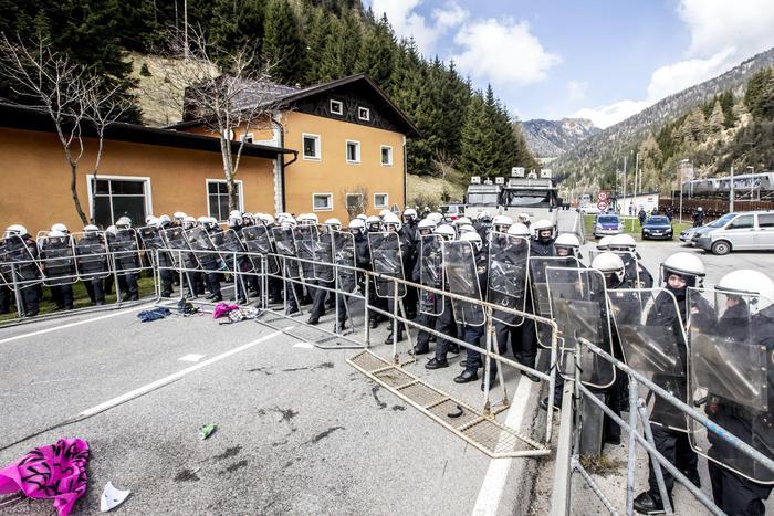 Migranti:Austria,primi controlli militari vicino al Brennero
