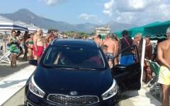 Viareggio: auto sulla spiaggia, paura fra i bagnanti