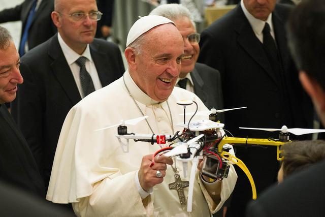 Drone sospetto nella zona del Vaticano, controlli