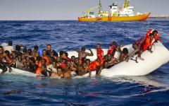 Yemen: 50 morti, trafficante costringe migranti a gettarsi in mare