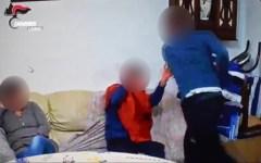 Livorno: botte e umiliazioni a disabile. C'è video dei carabinieri