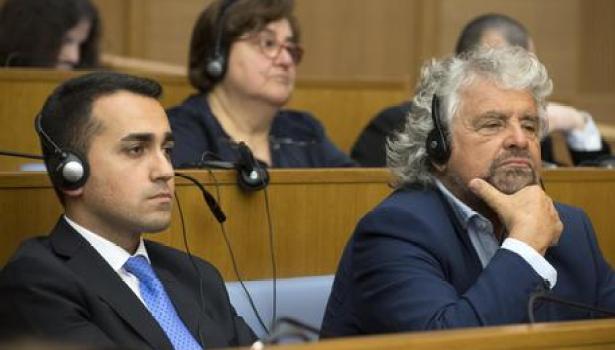 Governo, dicktat di Grillo e Di Maio: «Conte premier o salta tutto». Zingaretti all'angolo (con Renzi che minaccia la scissione)