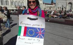 Firenze, la May parla e gli inglesi di Toscana protestano: «Brexit: not in my name»