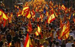 Barcellona: protesta di un milione di unionisti, contestati il presidente Puigdemont e il capo dei mossos