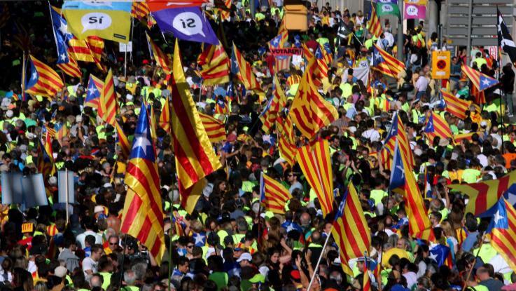 Catalogna, Puigdemont frena: