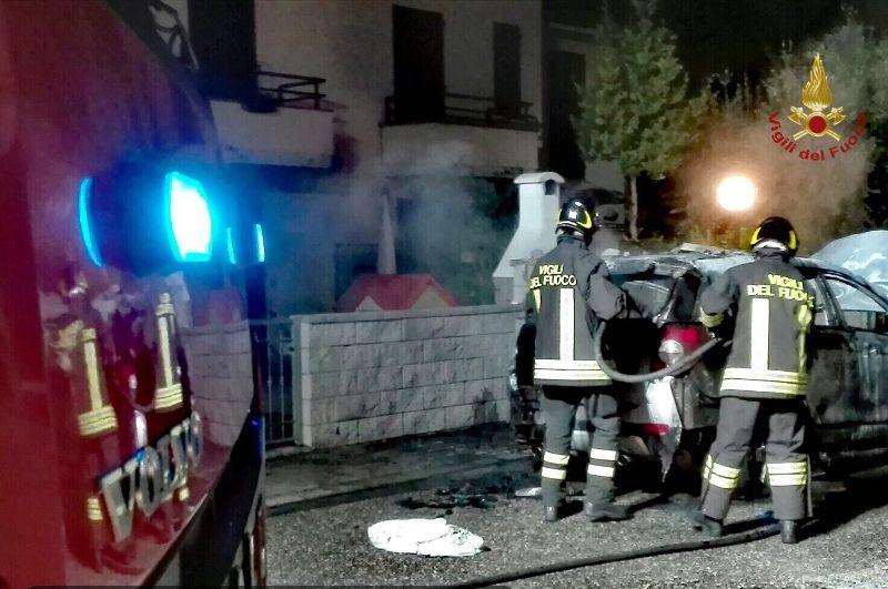 Frontale all'alba, l'auto finisce in un fossato: muore a Livorno una 19enne