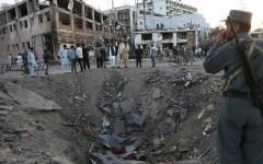 Terrorismo, Kabul: 40 morti per attentato Isis alla moschea. Talebani colpiscono ambasciata Arabia saudita