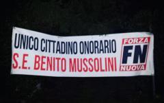 Lucca: striscione di FN contro il sindaco, aveva concesso cittadinanza simbolica a 38 bimbi stranieri
