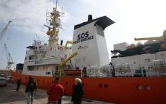 Migranti: nave Aquarius di medici senza frontiere ne trasporta 373 a Pozzallo. E noi li prendiamo