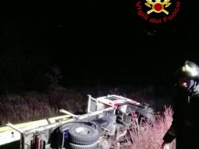 Auto contro camion, muore bimbo di 4 anni
