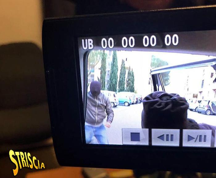Striscia la Notizia, spari e lancio di mattone contro Vittorio Brumotti