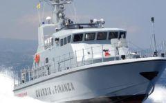 Crotone: 53 migranti soccorsi dalla Guardia di Finanza, arrestati due scafisti