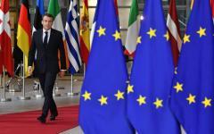 Parigi, gilet gialli: 100 euro di aumento promessi da Macron, non si trovano fondi