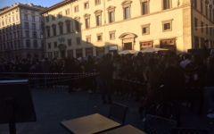 Firenze, La Casa de Papel di Netflix: assalto di centinaia di fans al set in piazza Duomo