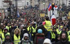Parigi: scendono in strada i gilet gialli, come ogni sabato, sono in 8.000