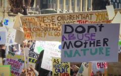 Bruxelles: i ragazzi di Greta occupano le scalinate del Parlamento Europeo
