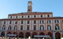 Forlì: Salvini parla alla folla dallo stesso balcone di Mussolini. Contestazioni e critiche