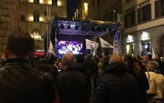 Salvini parla in Piazza Strozzi: attacca i contestatori, l' Europa, Nardella e Renzi (video)
